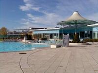 venkovní bazén - termální lázně Laa